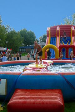 Spelkamp met verschillende waterspellen